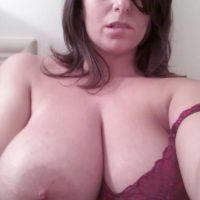 Tchat coquin Helena, femme ronde à l'énorme poitrine