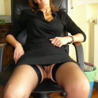 Carine femme mure infidèle veut baiser au bureau