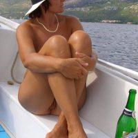Exhibitionnisme et naturisme pour Anne, bourgeoise sans pudeur