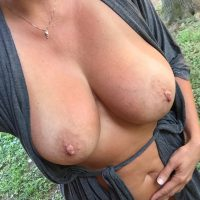 Laura, MILF gros seins naturels, 45 ans, partante pour du sexe